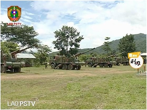 Поступившие на вооружение Народной армии Лаоса китайские 122-мм самоходные гаубицы CS/SH1 на автомобильном шасси с колесной формулой 6х6, декабрь 2017 года.