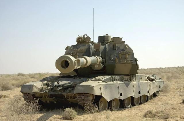"""155-мм самоходная гаубица 2С19М-155 """"Мста-С"""", предлагаемая на экспорт"""