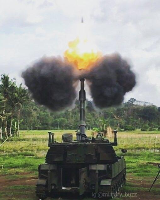 Полученные индонезийской армией приобретенные из наличия в Бельгии 155-мм/39 самоходные гаубицы М109А4ВЕ, октябрь 2017 года.