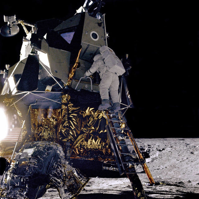 1967 год, Аполлон 12, астронавт Алан Бин спускается по лунному модулю