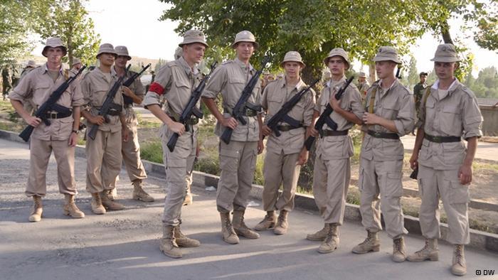 Военнослужащие российской двести первой военной базы в Таджикистане.