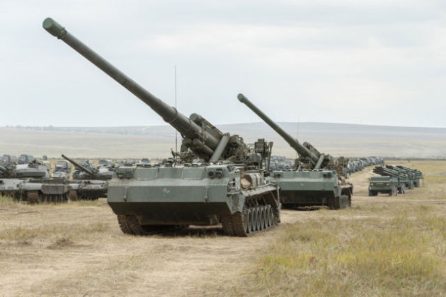 "203-мм самоходные пушки 2С7М ""Малка"""