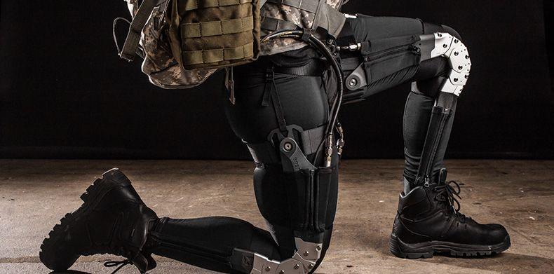Пример применения на иллюстрации — для печати деталей экзоскелета пехотинца компании Lockheed Martin.