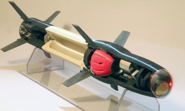 Макет ракеты Raytheon с 3D-печатными деталями из разных типов конструкционного пластика.
