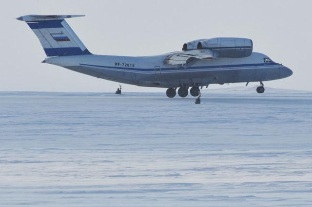 640259 15.04.2010 Самолет Antonov AN-72 на территории архипелага Земля Франца-Иосифа.