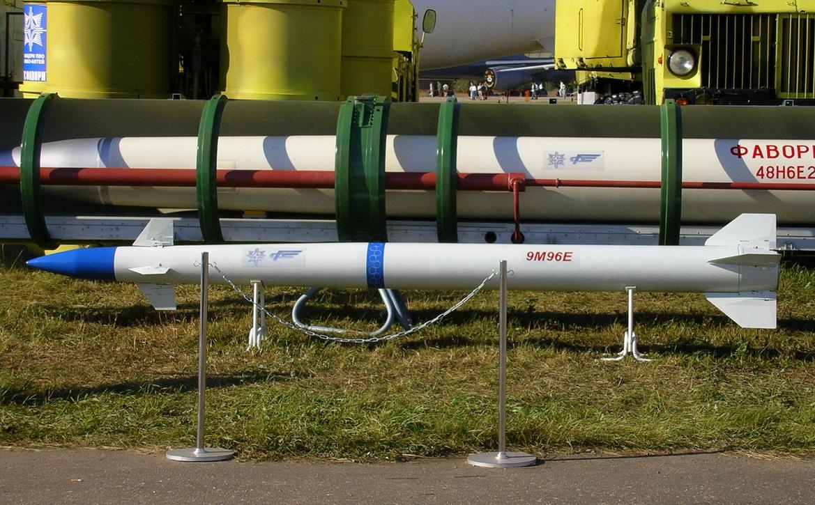 Зенитная управляемая ракета 9М96.