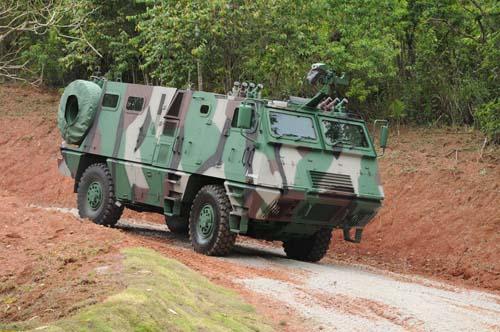 Командная машина самоходной 300 мм реактивной системы залпового огня ASTROS II Mk5, (Бразилия).