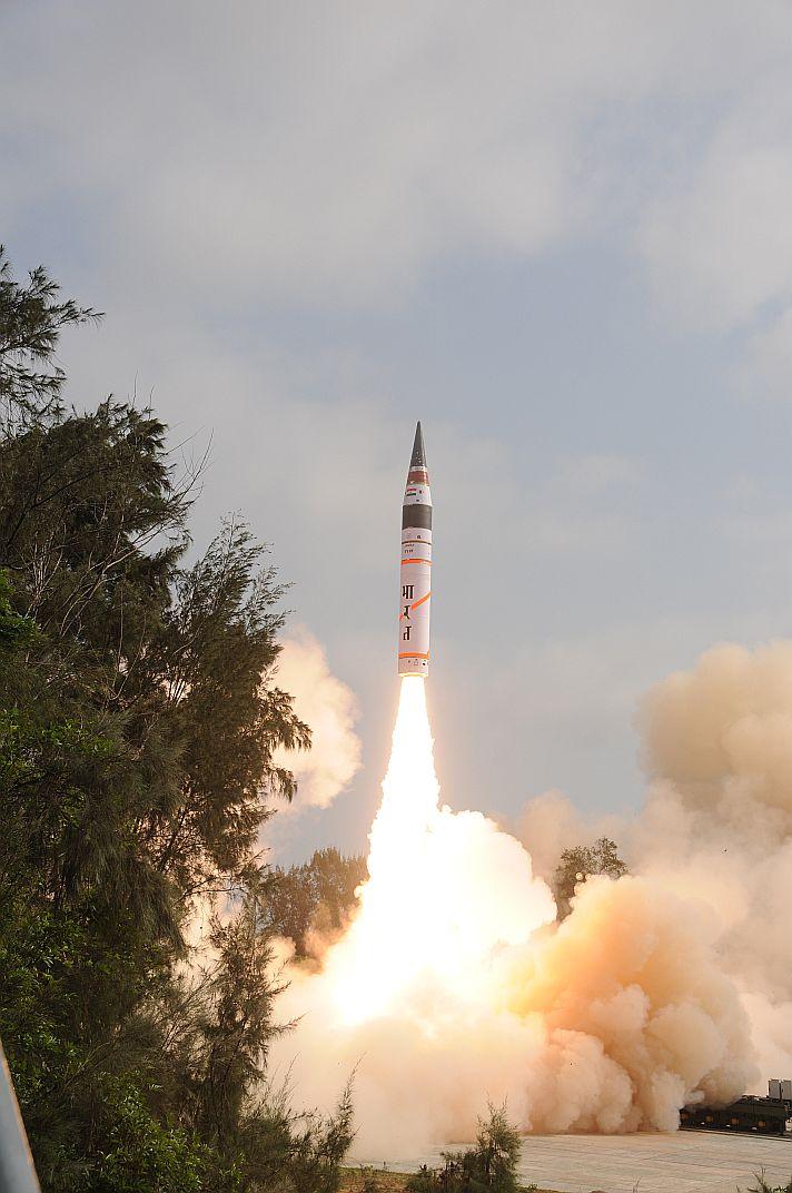 Первый испытательный пуск МБР Agni-V. Источник: www.defence.pk.