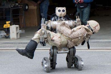 """Робот BEAR (Battlefield Extraction-Assist Robot)""""робот-ассистент при эвакуации с поля боя"""" Фото: www.defencetalk.com."""