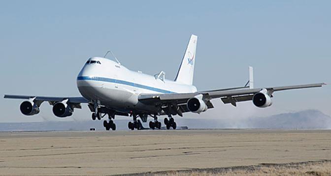 Последняя посадка Boeing 747-100SR NASA911 (с) NASA.