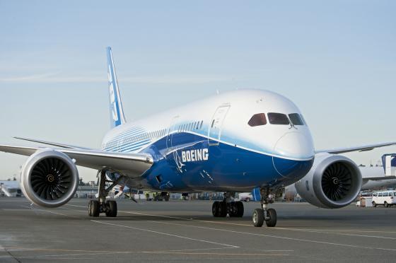 Boeing_787_Dreamliner_001