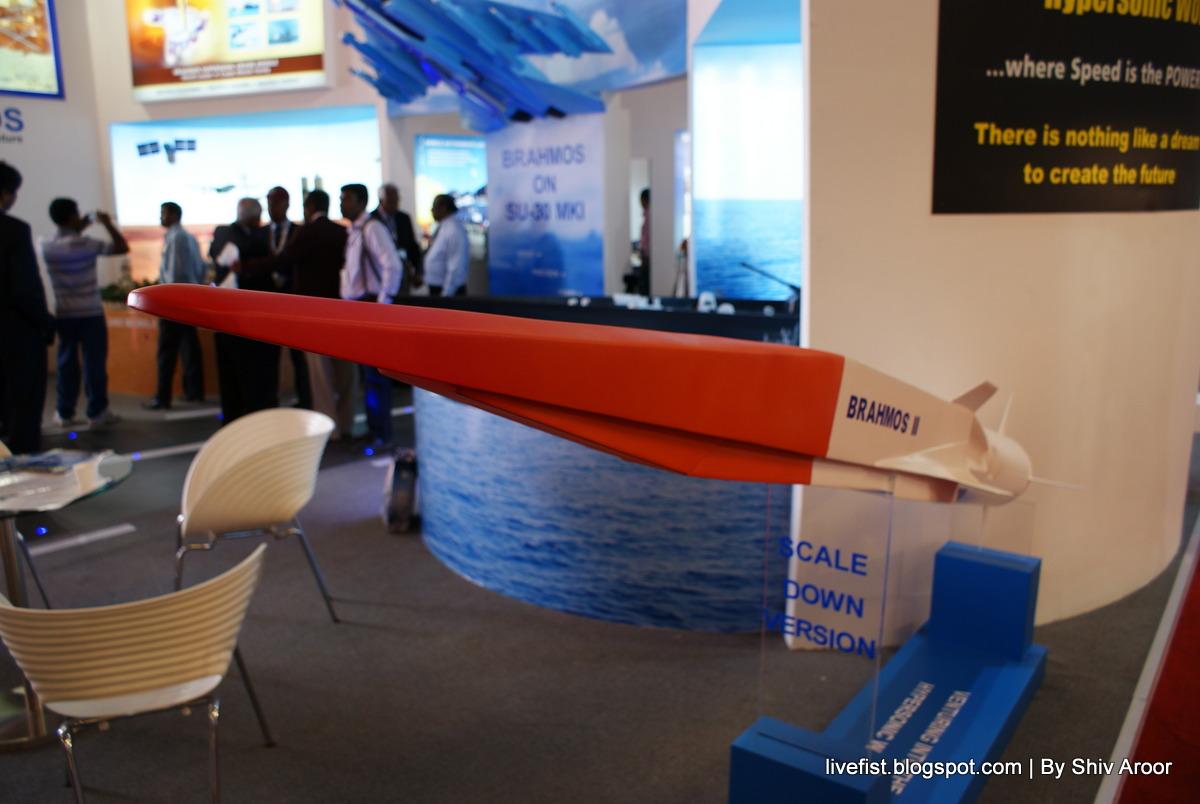 Модель гиперзвуковой крылатой ракеты BrahMos II, продемонстрированная на выставке Aero India 2013. Источник: www.bharat-rakshak.com.