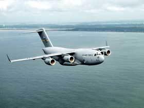 """Военно-транспортный самолет C-17 """"Глоубмастер""""."""
