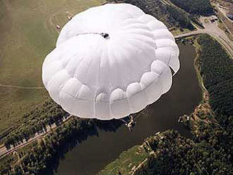 Rússia apresenta novo paraquedas para forças especiais