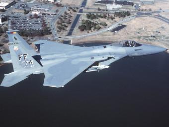 Самолет F-15.