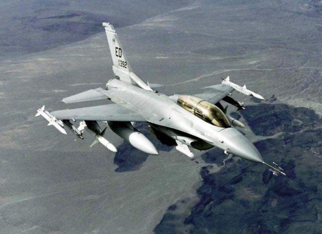 """Американский многофункциональный лёгкий истребитель Fighting Falcon (""""Файтинг Фалкон"""")"""
