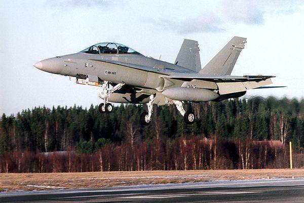 """Американский палубный истребитель-бомбардировщик McDonnel Douglas F/A-18 Hornet (""""Хорнет"""")"""