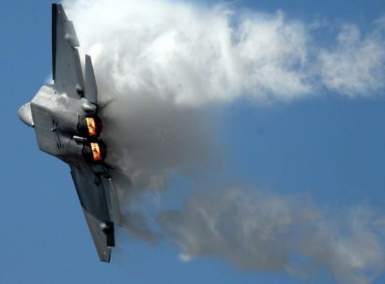 F-22_fly_001
