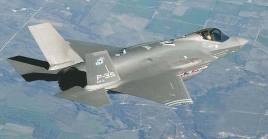 Первый опытный экземпляр самолета F-35 (AA-1) для летных испытаний