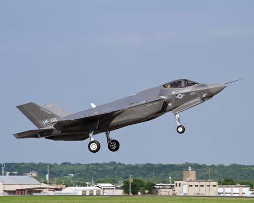 F-35A Lightning II с обычным взлетом и посадкой (CTOL - conventional takeoff and landing, вариант для ВВС)  разработки компании Lockheed Martin.