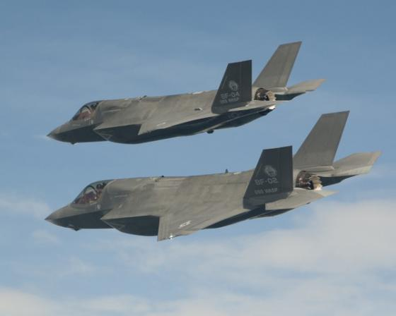 F-35B_twin_fly