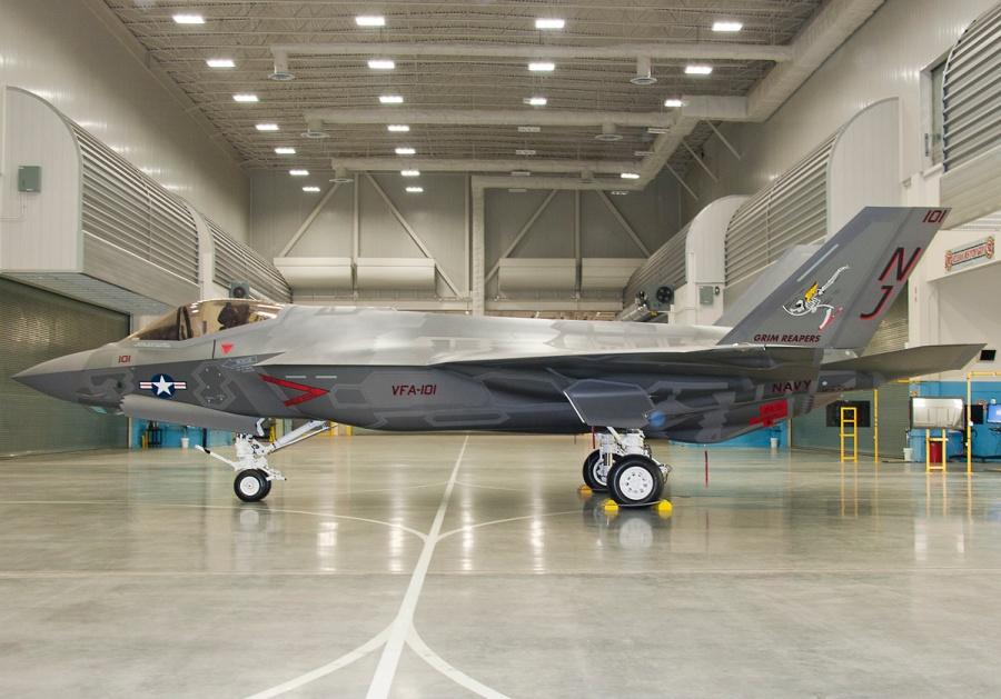 """F-35C в окрасе эскадрильи VFA-101 """"Grim Reapers"""". Источник: theaviationist.com."""