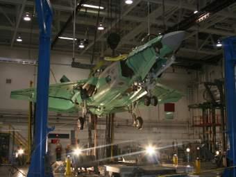 F-35C Lightning II перед сбрасыванием. Фото с сайта lockheedmartin.com.