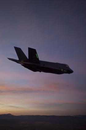 F-35_in_night