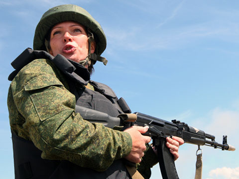 Girl_in_army