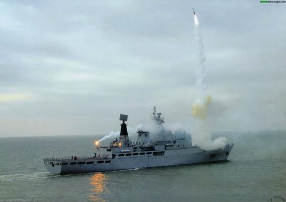 Пуск зенитной ракеты HQ-9 с УВП китайского опытового корабля «891»