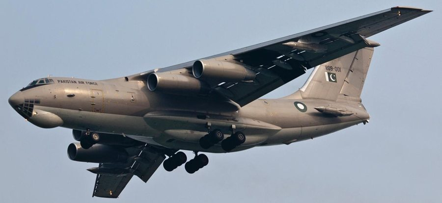 Первый из приобретенных ВВС Пакистана на Украине из наличия по контракту 2006 года четырех транспортно-заправочных самолетов Ил-78МП (бортовой номер R09-001, бывший борт CCCP/UR-76742, заводской номер 0073478346, серийный номер 59-07). Cнимок 2010 года (с) pic.carnoc.com.
