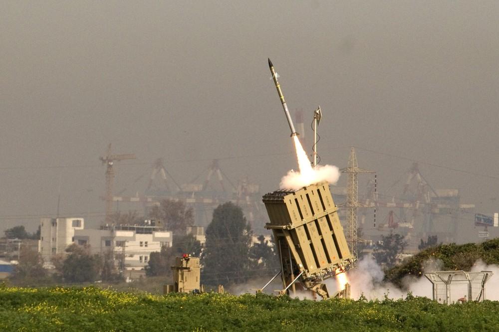 Пуск израильской ракеты Tamir системы ПРО Iron Dome в Ашдоде (Ashdod) на перехват ракеты, запущенной из соседнего сектора Газа 11 марта 2012 г. Источник: militaryphotos.net.
