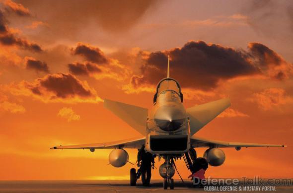 """Китайский многоцелевой истребитель """"Дзянь-10"""", по своему боевому потенциалу приближающегося к таким самолетам, как «Рафаль», EF2000 или МиГ-29М"""