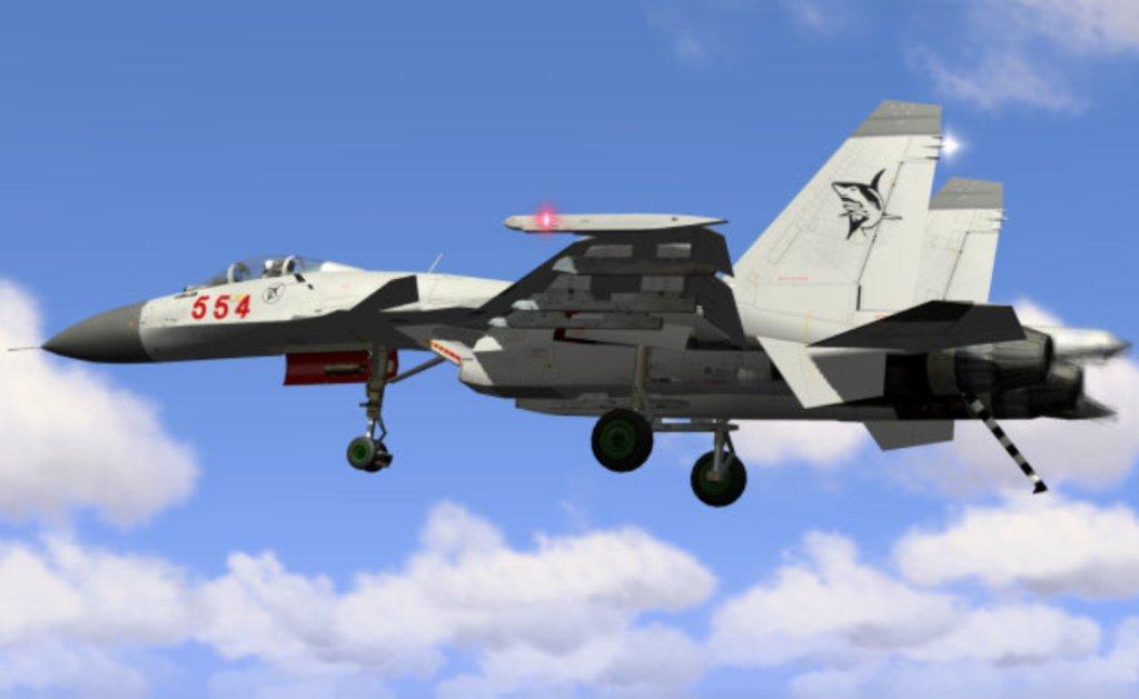 Китайский палубный истребитель J-15 Flying Shark с опущенным тормозным гаком. Источник: chinesemilitaryreview.blogspot.com.
