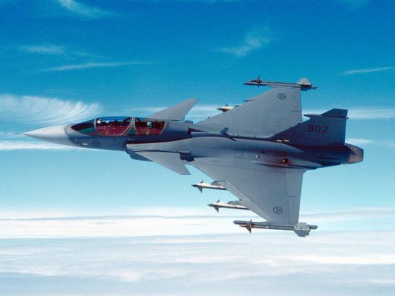 البرازيل تعتزم شراء مقاتلات سويدية  Jas39_Gripen_001.t