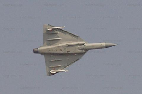 LCA_Tejas_Turn_Aero_India_2009
