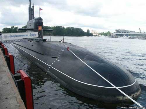 Головная дизель-электрическая подводная лодка (ДЭПЛ) проекта 677 «Лада» «Санкт-Петербург».