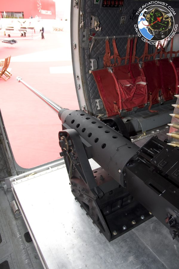 Самолет для специальных операций MC-27J с комплектом 30-мм пушки GAU-23 компании ATK. Источник: /theaviationist.com.