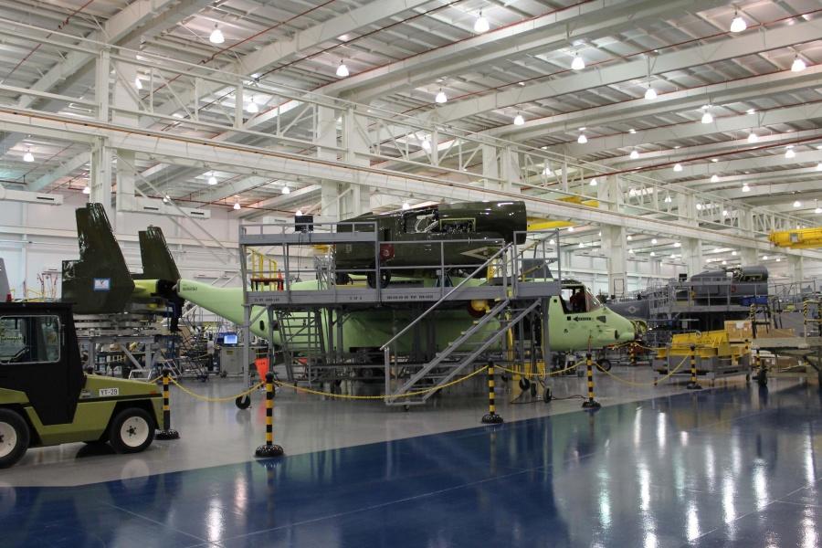 Конвертоплан MV-22 с номером 209 для президентской эскадрильи HMX-1, проходящий установку хвостового оперения (окрашено в темно-зеленый цвет эскадрильи) на сборочном заводе в Амарилло, шт. Техас. Источник: www.aviationnews.eu.