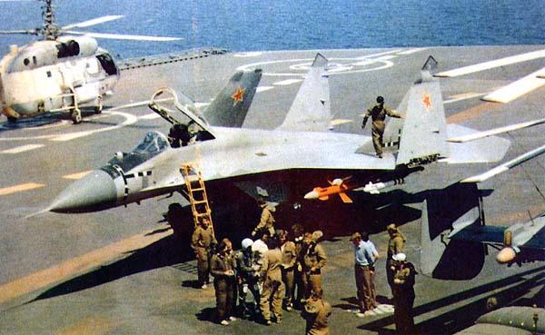 МиГ-29К на палубе корабля. Фото с сайта www.airwar.ru.
