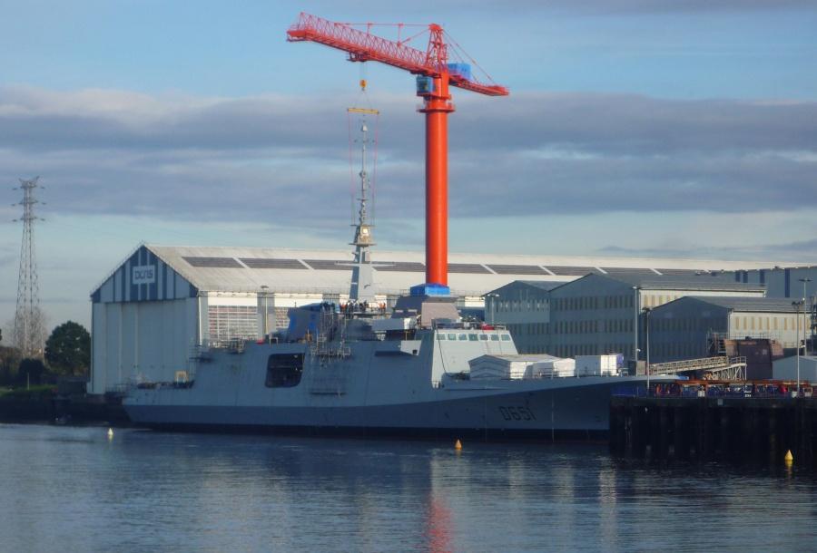 Фрегат Normandie на верфи DCNS в Лорьяне , третий корабль класса FREMM и второй для ВМС Франции. Январь 2013г. Источник: www.meretmarine.com.