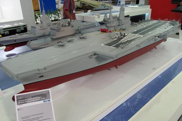 Модель авианосца проекта PA2 водоизмещением 60000 т и длиной 285 м представленная французской компанией DCNS на выставке LAAD-2013 в Бразилии. Источник: www.shephardmedia.com.