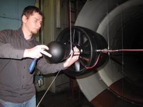 Модель беспилотного летательного аппарата вертикального взлета и посадки (БЛА ВВП), разработанная ЦАГИ.