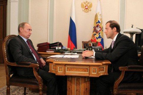 Беседа Владимира Путина и руководителя Минпромторга Дениса Мантурова. Источник: президент.рф<br><br>.