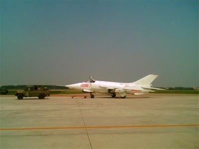 Китайский истребитель-бомбардировщик Q-5(разработан на базе советского тактического истребителя МиГ-19) .