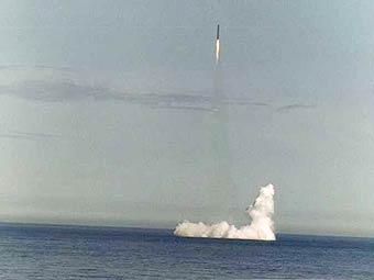"""Межконтинентальная трехступенчатая с последовательным расположением ступеней баллистическая ракета (БР) третьего поколения РСМ-54 """"Синева"""" (по классификации НАТО, Skiff SSN-23). Фото с сайта www.arms-expo.ru"""