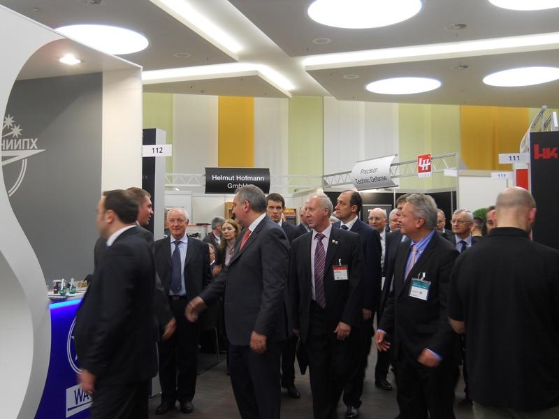 Д.О.Рогозин около стенда «НИИ прикладной химии» .