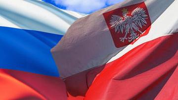 Флаги России и Польши.