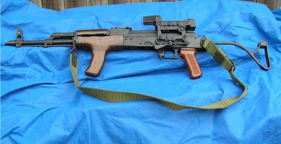 Самодельная модификация румынской полуавтоматической винтовки SAR-1. Фото: perfectunion.com.