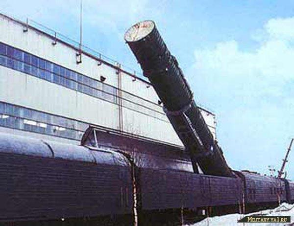В состав ракетного полка БЖРК входит железнодорожный состав из трех тепловозов и 17 вагонов, включая три пусковые...